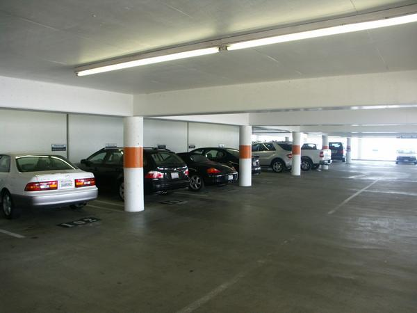 105 airport parking at los angeles international lax airport for Lax parking closest to airport